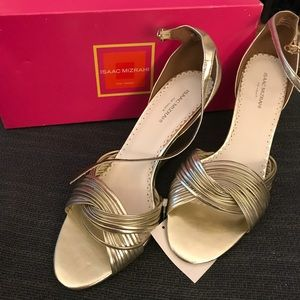 Isaac Mizrahi gold strappy dress shoes